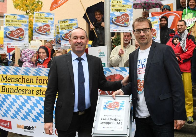 Zeit, also, über ihre inhalte zu reden. Stoppt CETA: 74.000 Unterschriften an Hubert Aiwanger